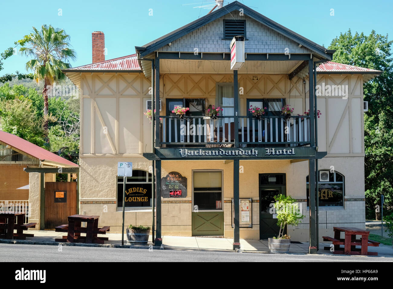 Yackandandah Hotel, Main Street of historic town of Yackandandah, Victoria, Australia - Stock Image