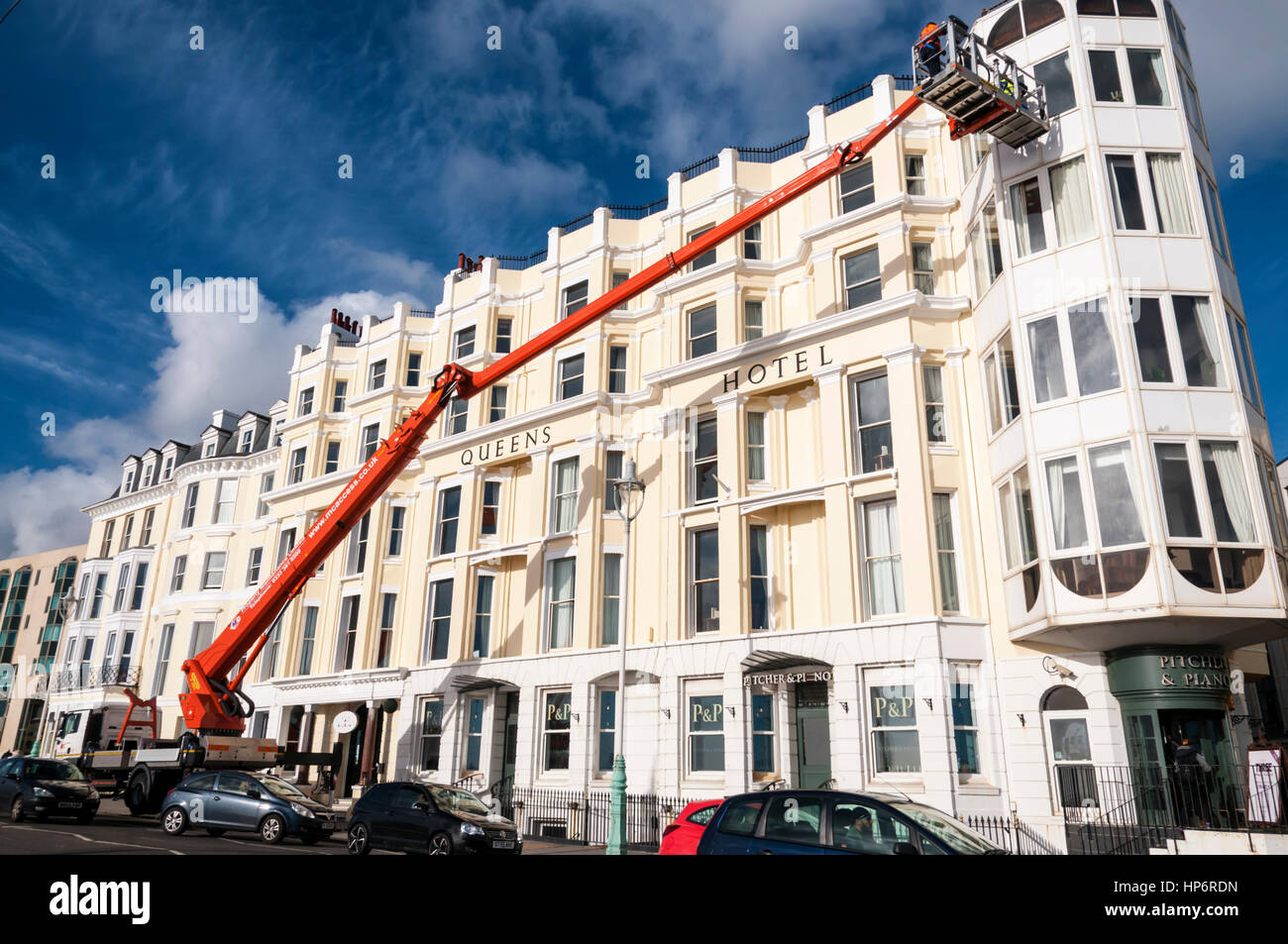 A Palfinger 480 cherry picker being used to give access for maintenance work, possibly window cleaning, on Queens - Stock Image