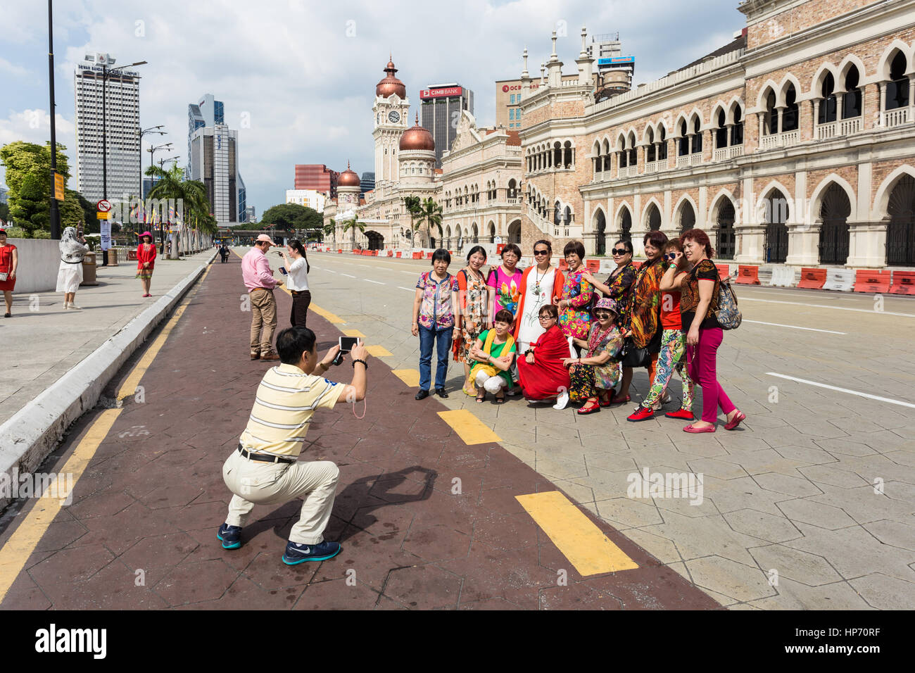 KUALA LUMPUR, MALAYSIA - JANUARY 14, 2017: A group of Chinese tourists poses for a photo in front of the Sultan - Stock Image