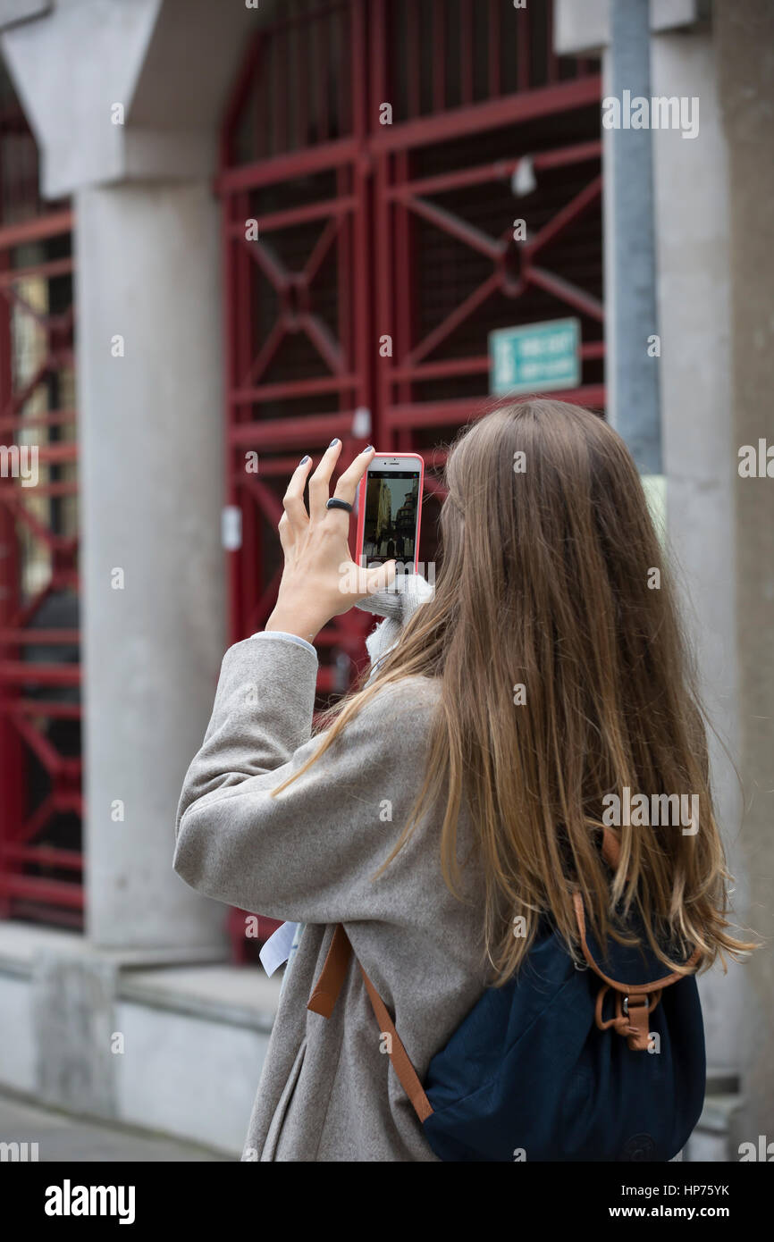 A lady takes a photo with her phone in Hays Gallerai london - Stock Image
