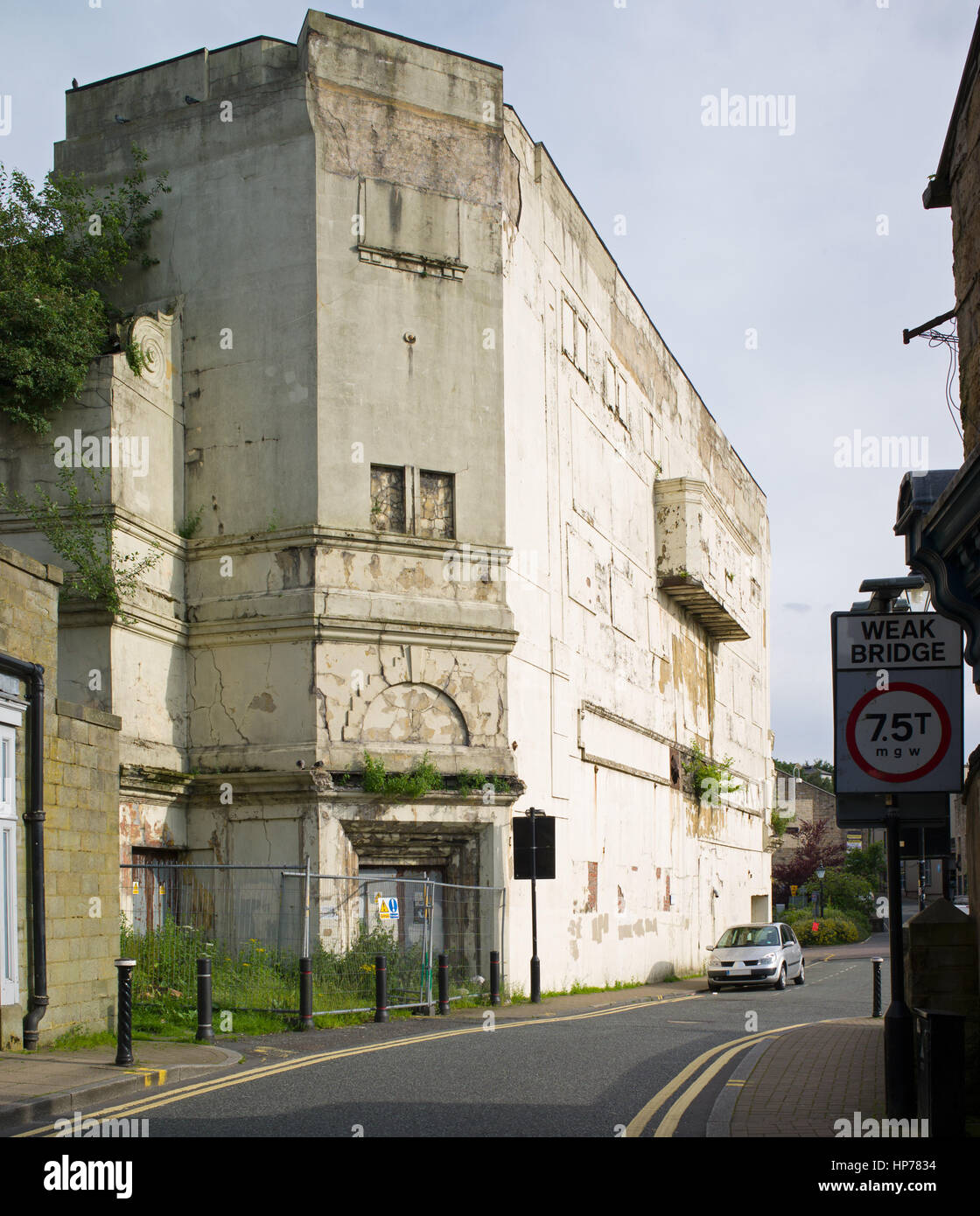 Exterior of derelict cinema building, Burnley, Lancashire - Stock Image