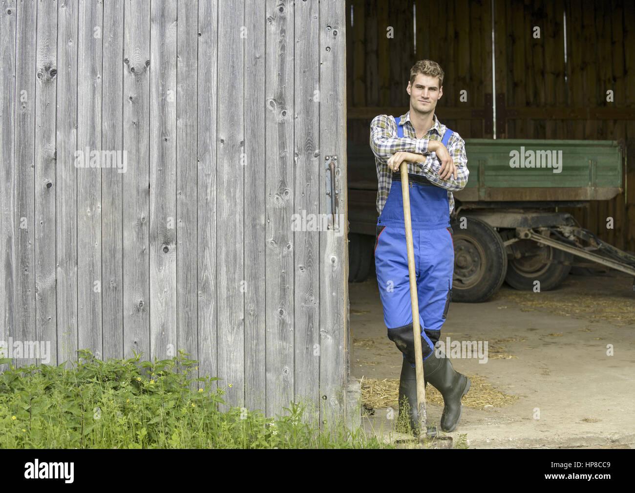 Junger Landwirt Bei Der Arbeit