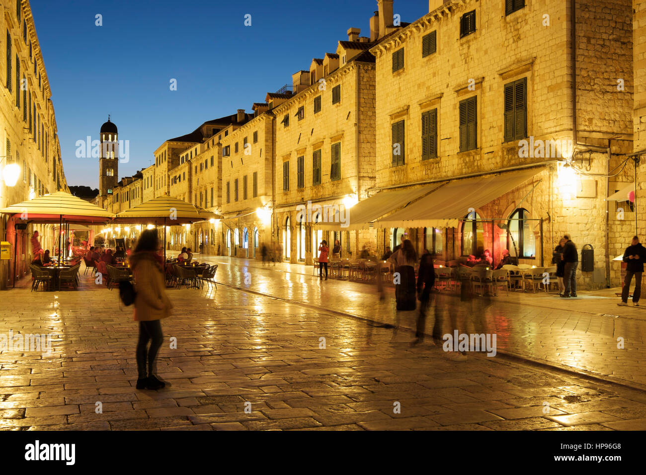 Alfresco dining on the Stradum (Placa), early evening, Old town, Dubrovnic, Croatia Stock Photo