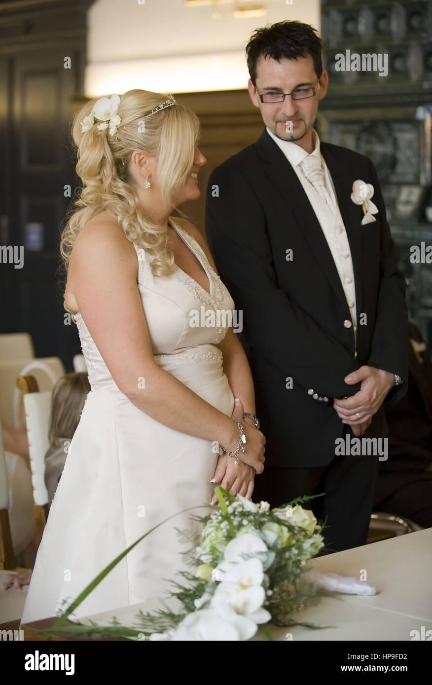 Model released , Standesamtliche Hochzeit - married in a civil ceremony - Stock Image