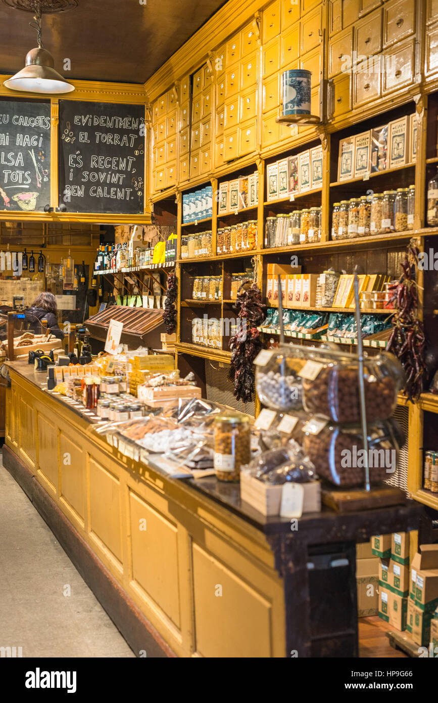 Traditional store inside in Barcelona's Gothic quarter, Spain. - Stock Image