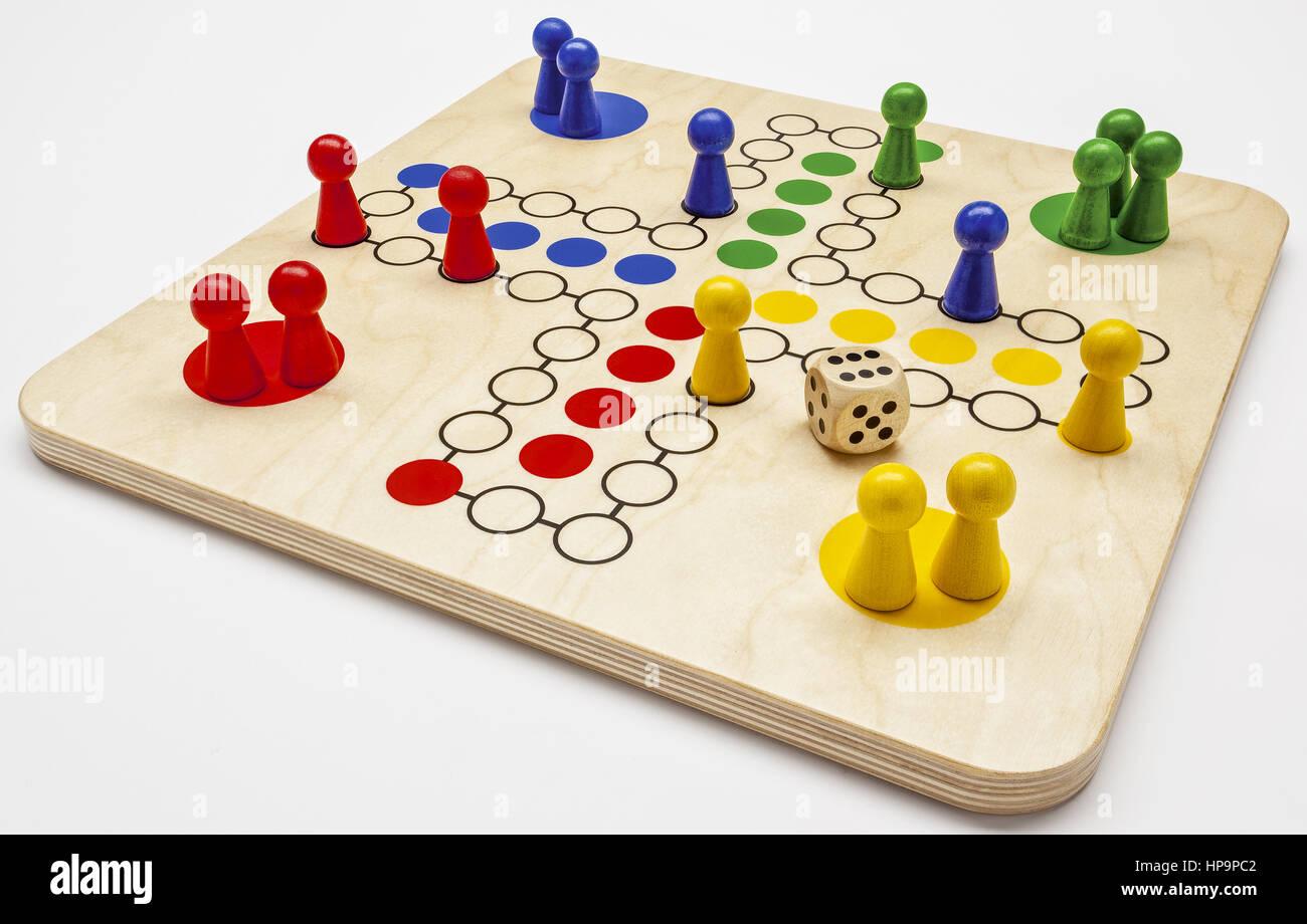 Mensch Aergere Dich Nicht, Spiel aus Holz - Stock Image