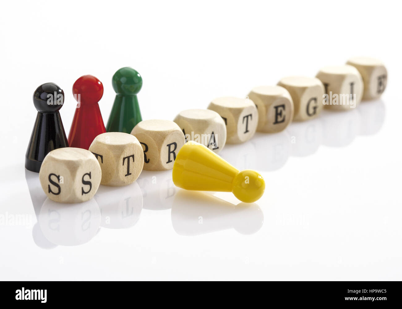 Wort Strategie aus Scrabble-Wuerfeln gebildet, Halmafiguren - Stock Image