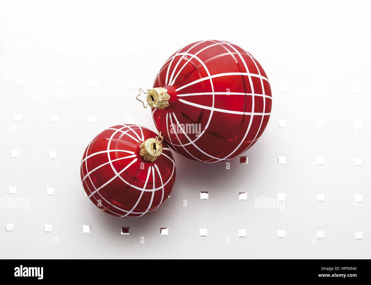 Rote Christbaumkugeln.Zwei Rote Christbaumkugeln Stock Photo 134213567 Alamy