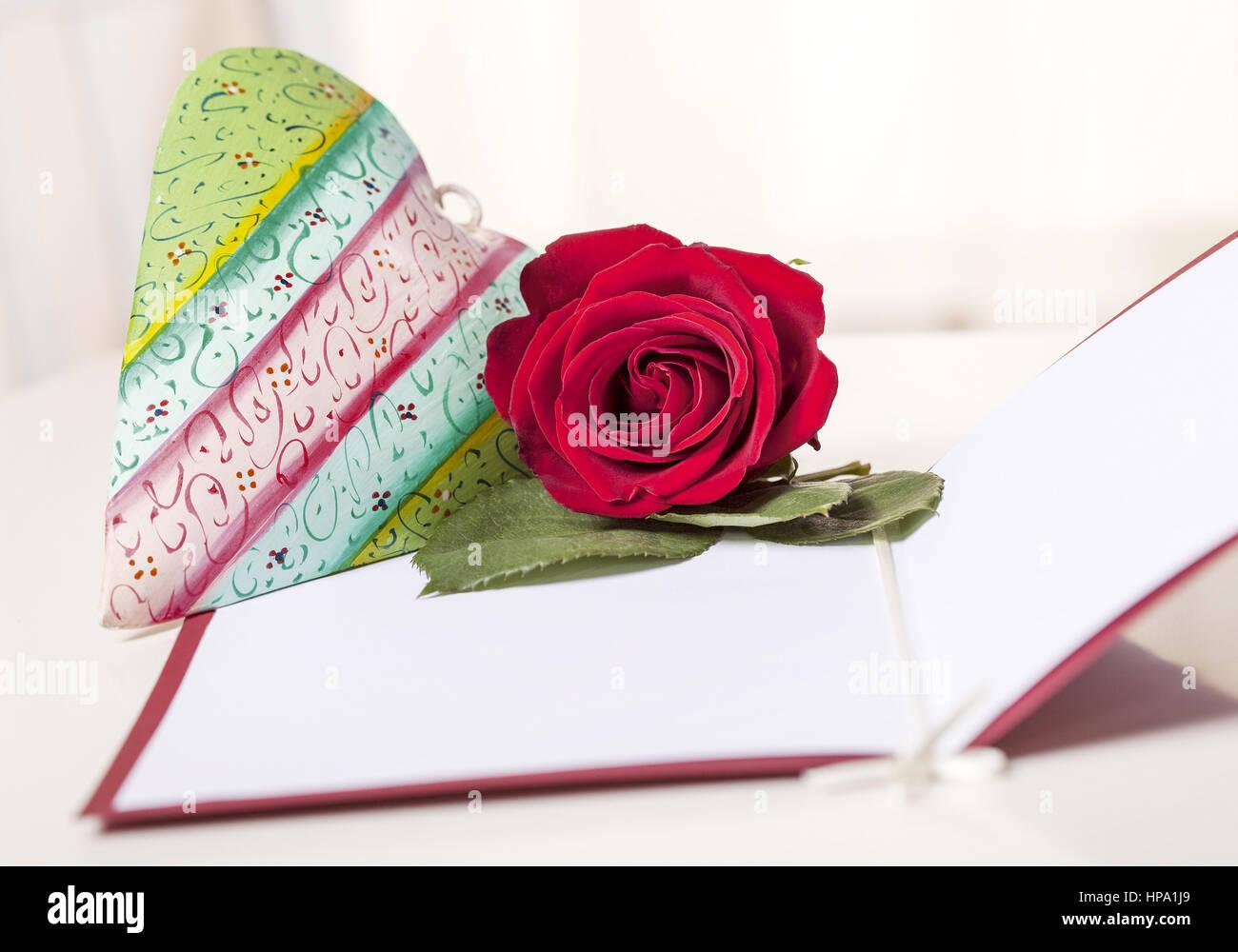 Muttertag, Herz und Rose auf Karte - Stock Image