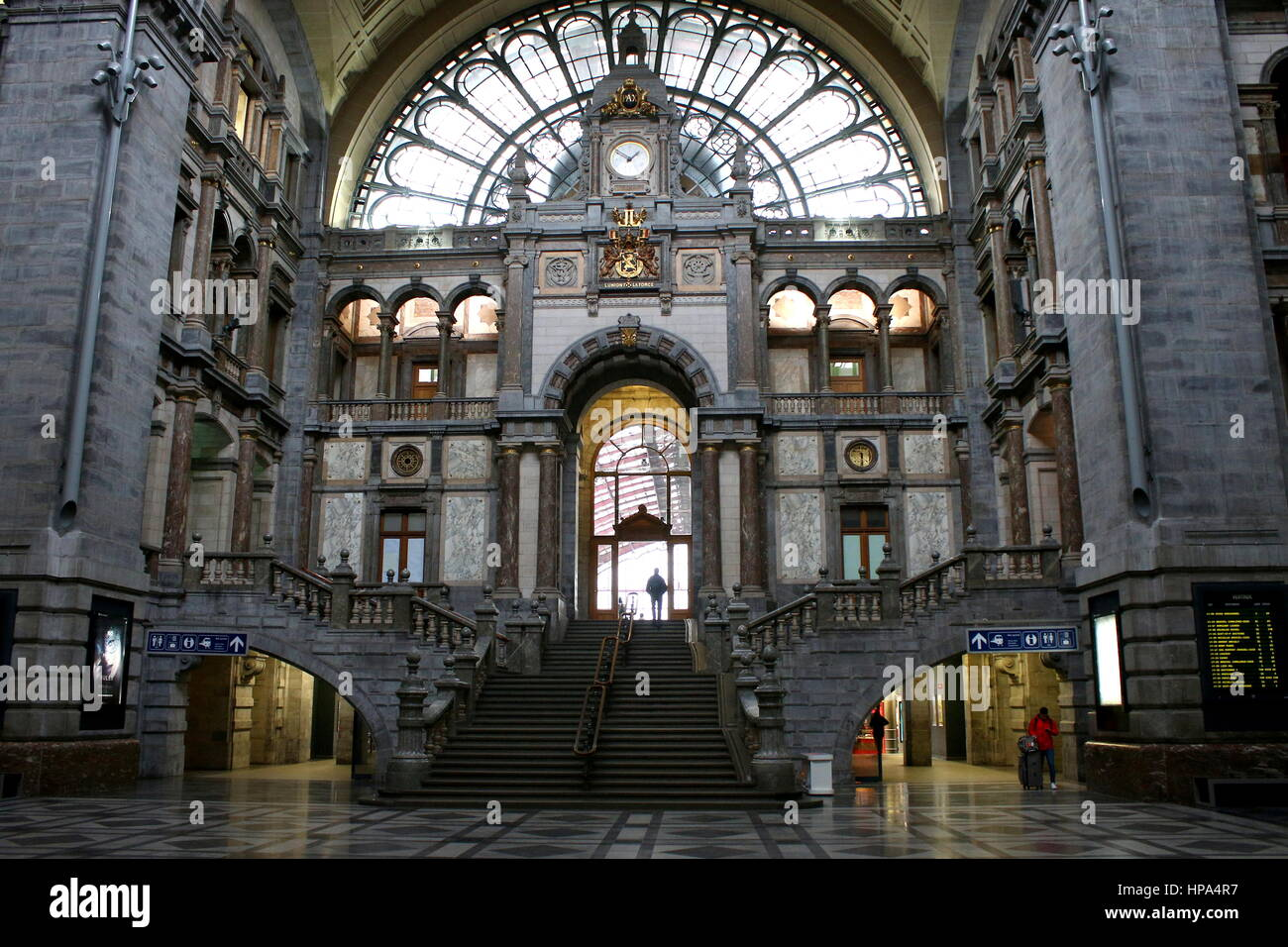 Vast central Hall of the  Early 20th century Antwerp Central Railway Station, Antwerpen, Belgium - Stock Image
