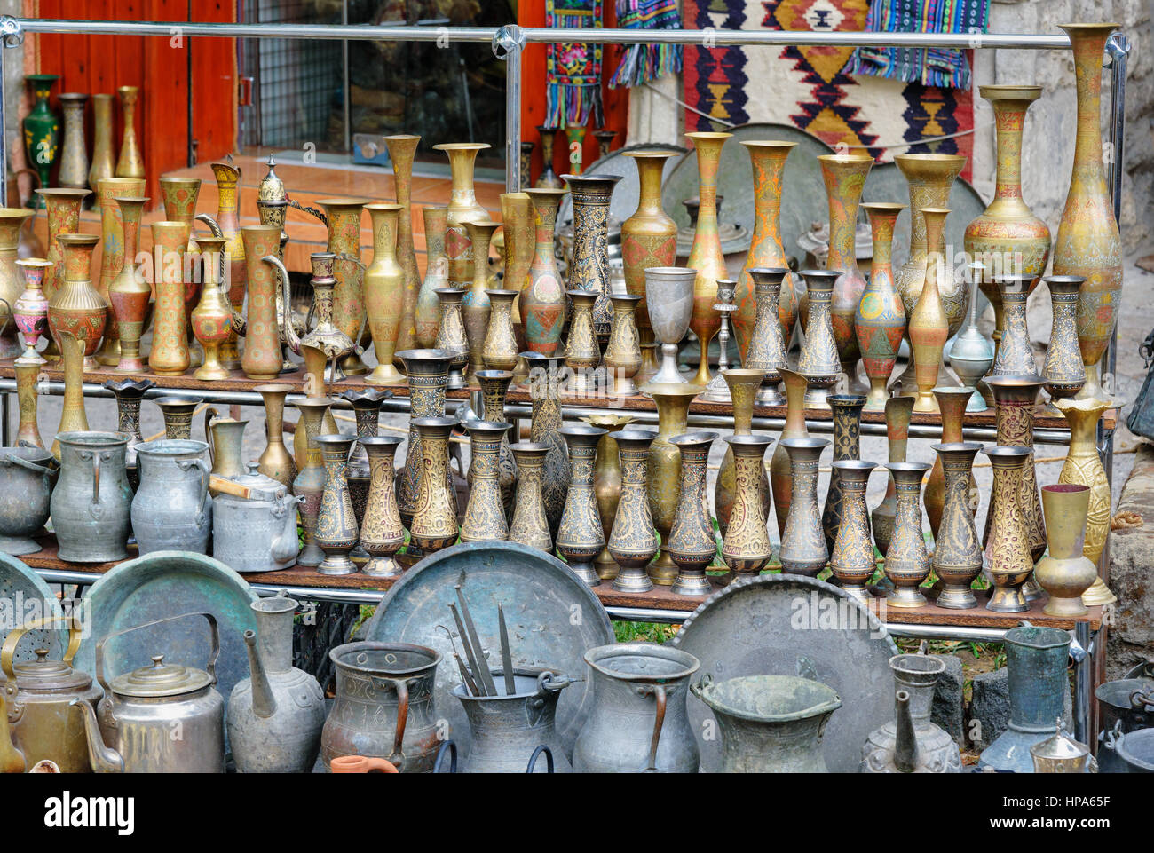 Old oriental antiques jungs and vases on street market in Old city, Icheri Sheher. Baku, Azerbaijan. - Stock Image
