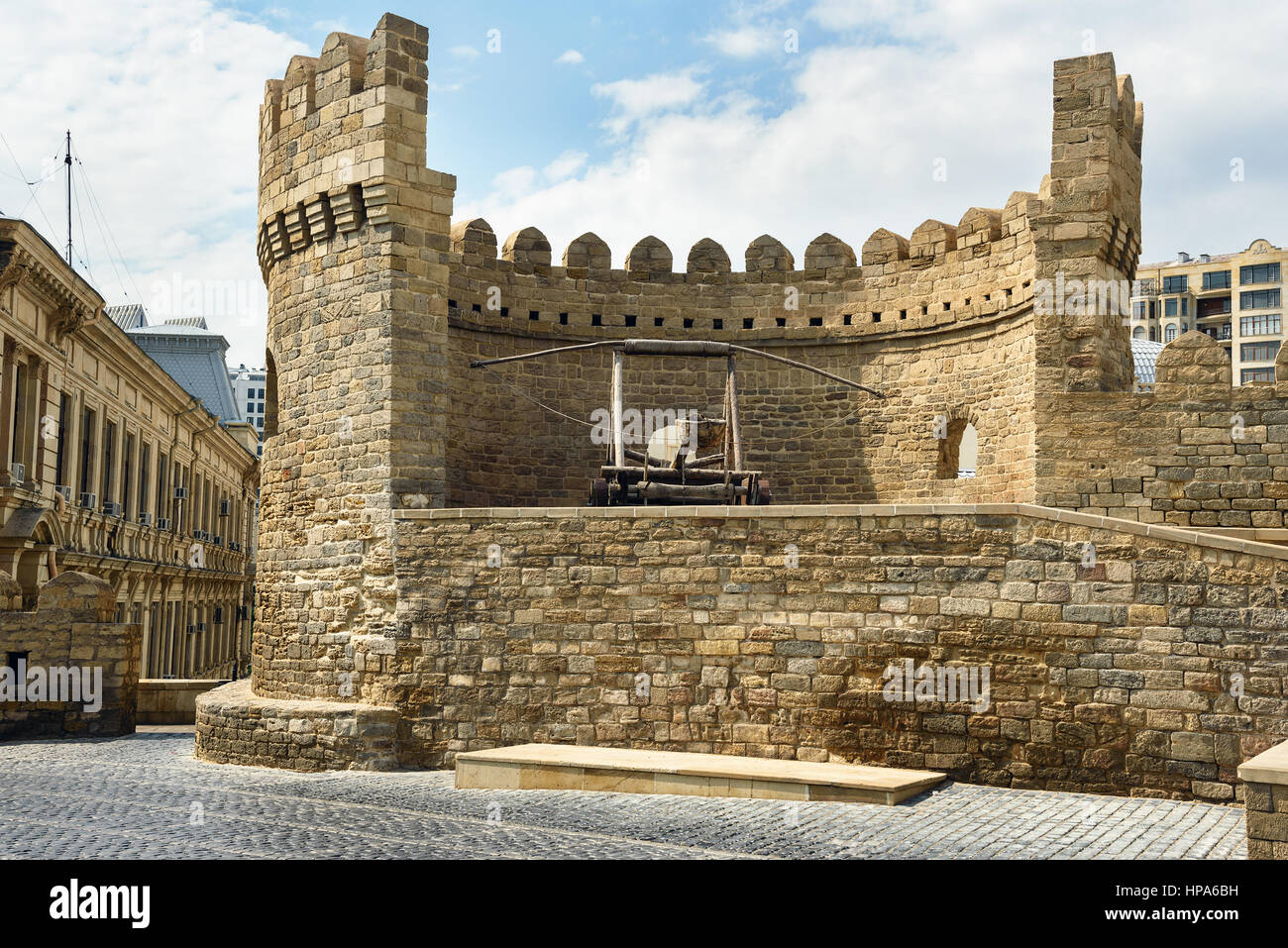 Baku, Azerbaijan - September 10, 2016: Ancient medieval catapult at tower of fortress in Old City, Icheri Shehe - Stock Image