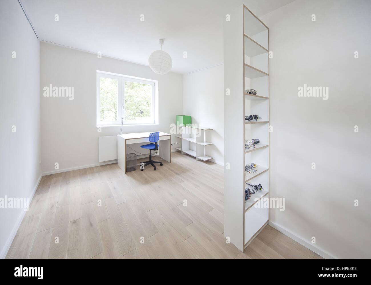 Gewaltig Regal Mit Schreibtisch Galerie Von Weisser Wohnraum Parkettboden, Und
