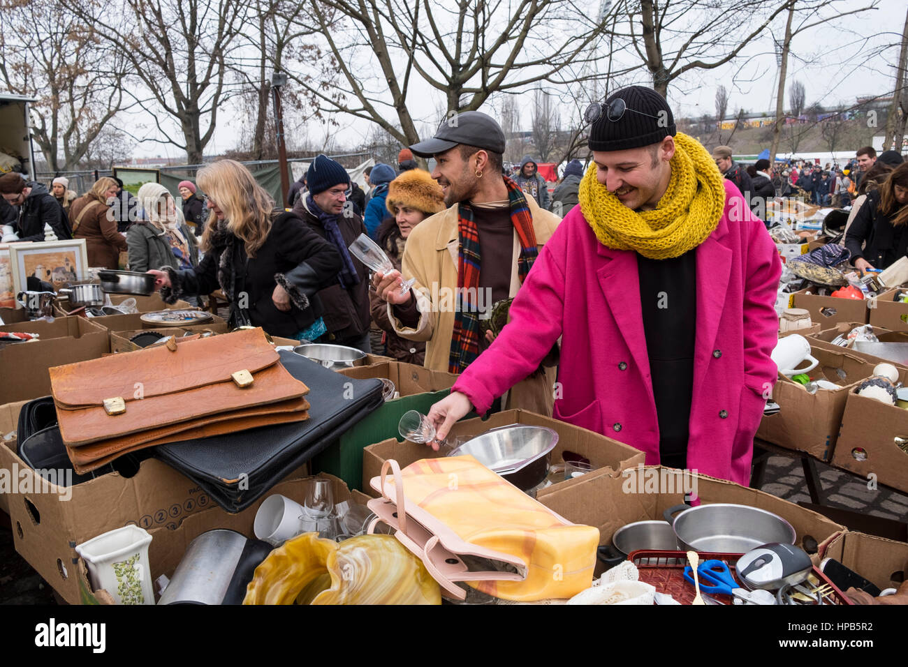 Visitors browsing second hand goods at Sunday market at Mauer Park in Prenzlauer Berg in Berlin, Germany - Stock Image