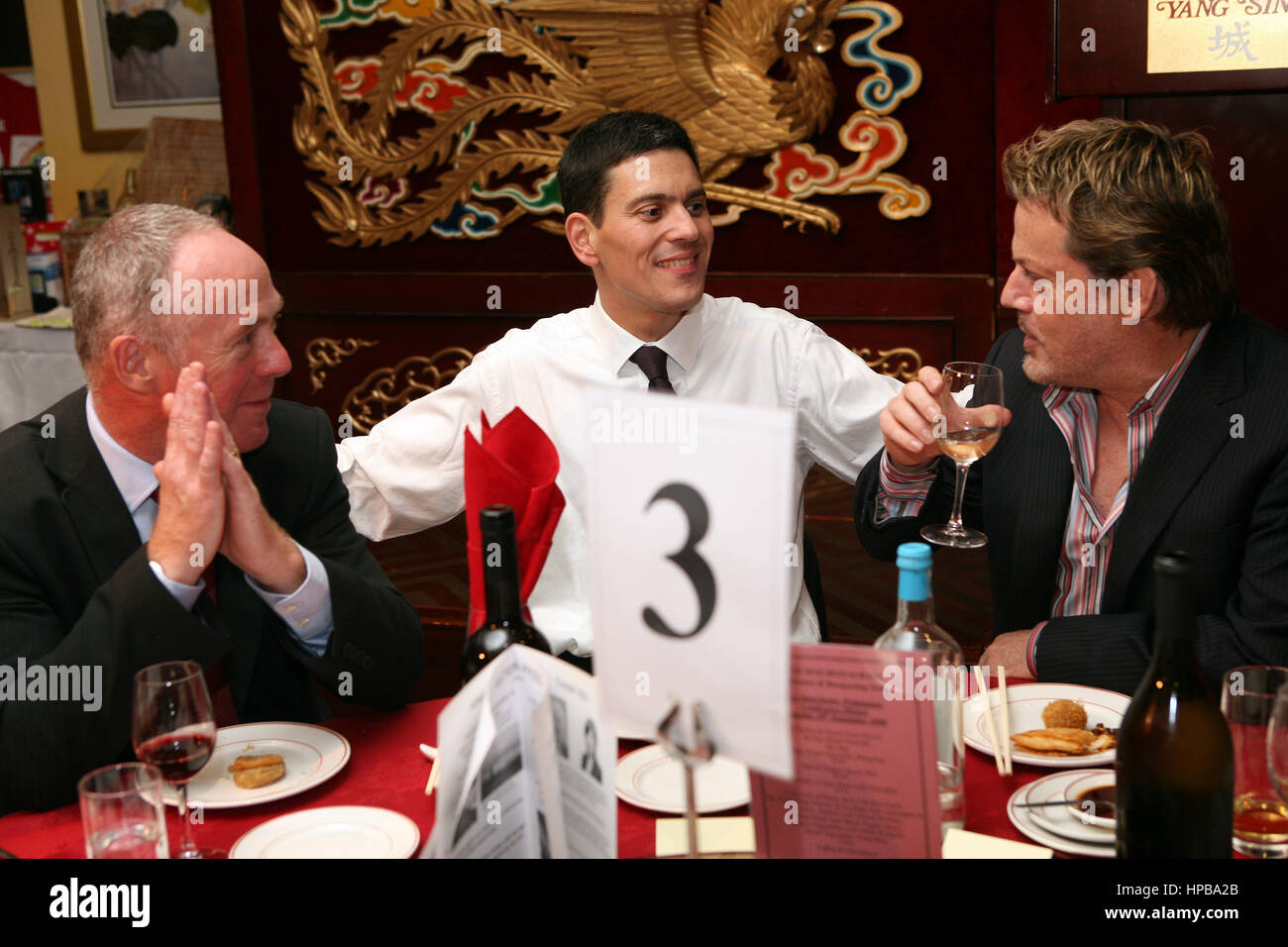 Labour Party Conference. Yang Sing restaurant. L-R Richard Leese, David Milliband and Eddie Izzard. - Stock Image