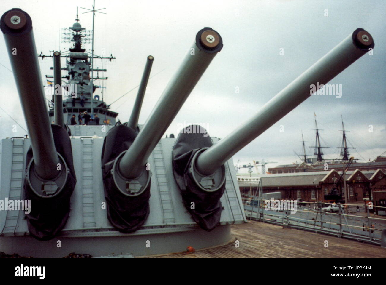AJAXNETPHOTO.1973.PORTSMOUTH, ENGLAND. - BIG GUNS - FORWARD GUN TURRETS OF THE BATTLECRUISER USS NEWPORT NEWS.  - Stock Image