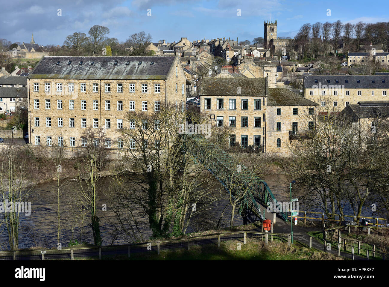 Looking over central Barnard Castle, County Durham, from above the River Tees and Thorngate footbridge - Stock Image