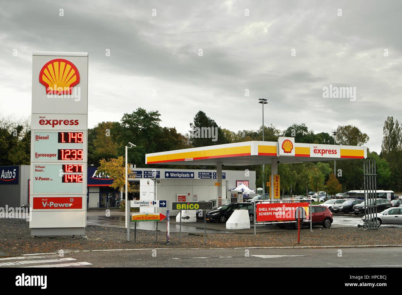 c354e82eda2 Shell Station Stock Photos & Shell Station Stock Images - Alamy
