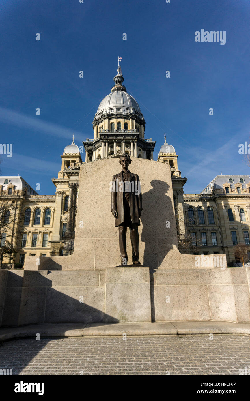 Statue of Abraham Lincoln in front of Illinois state capital. - Stock Image