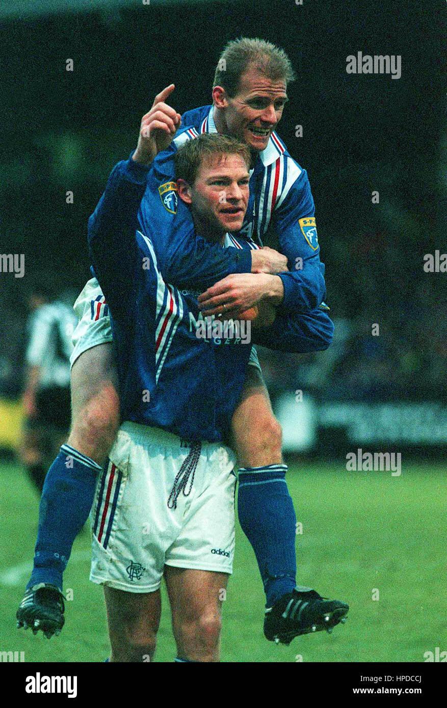 GORDON DURIE & JORG ALBERTZ DUNFERMLINE V RANGERS 08 February 1997 - Stock Image