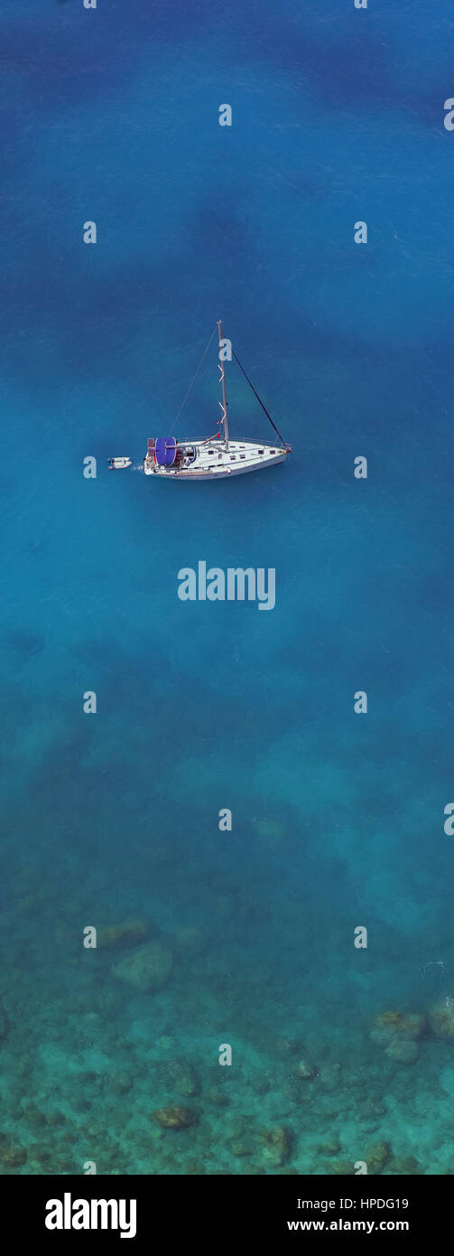 Sailing at the western coastline of Lefkada island, in the Ionian Sea, Greece - Stock Image