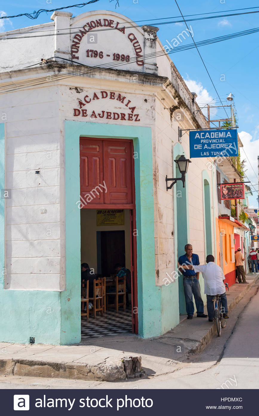Cuban lifestyle in the Chess Academy. People chatting in sidewalk. The sport facility is the old colonial building - Stock Image
