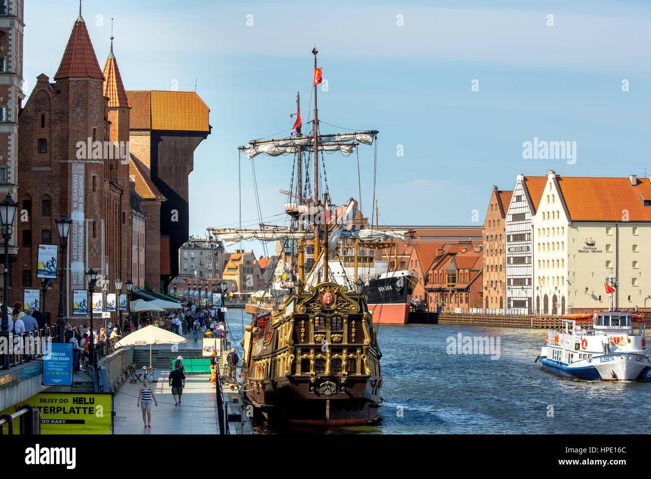 Stary Zuraw, crane gate on the Motława River, port basin with cog, Żuraw, Gdańsk, Gdansk, pomorskie, Pomeranian - Stock Image