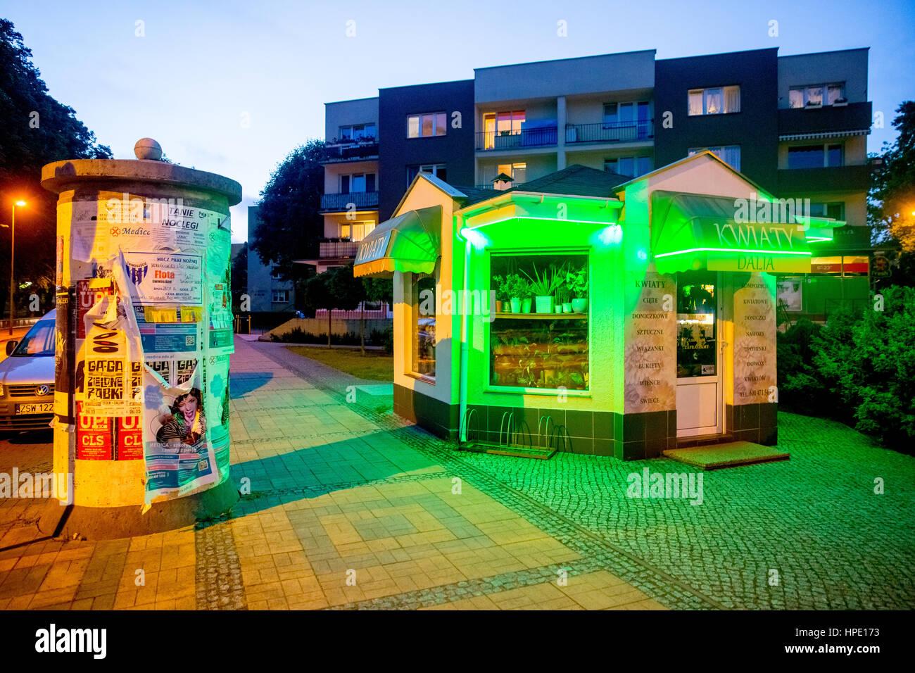 Green stained kiosk, blue hour, Świnoujście, Swinemünde,Województwo zachodniopomorskie, Poland Stock Photo