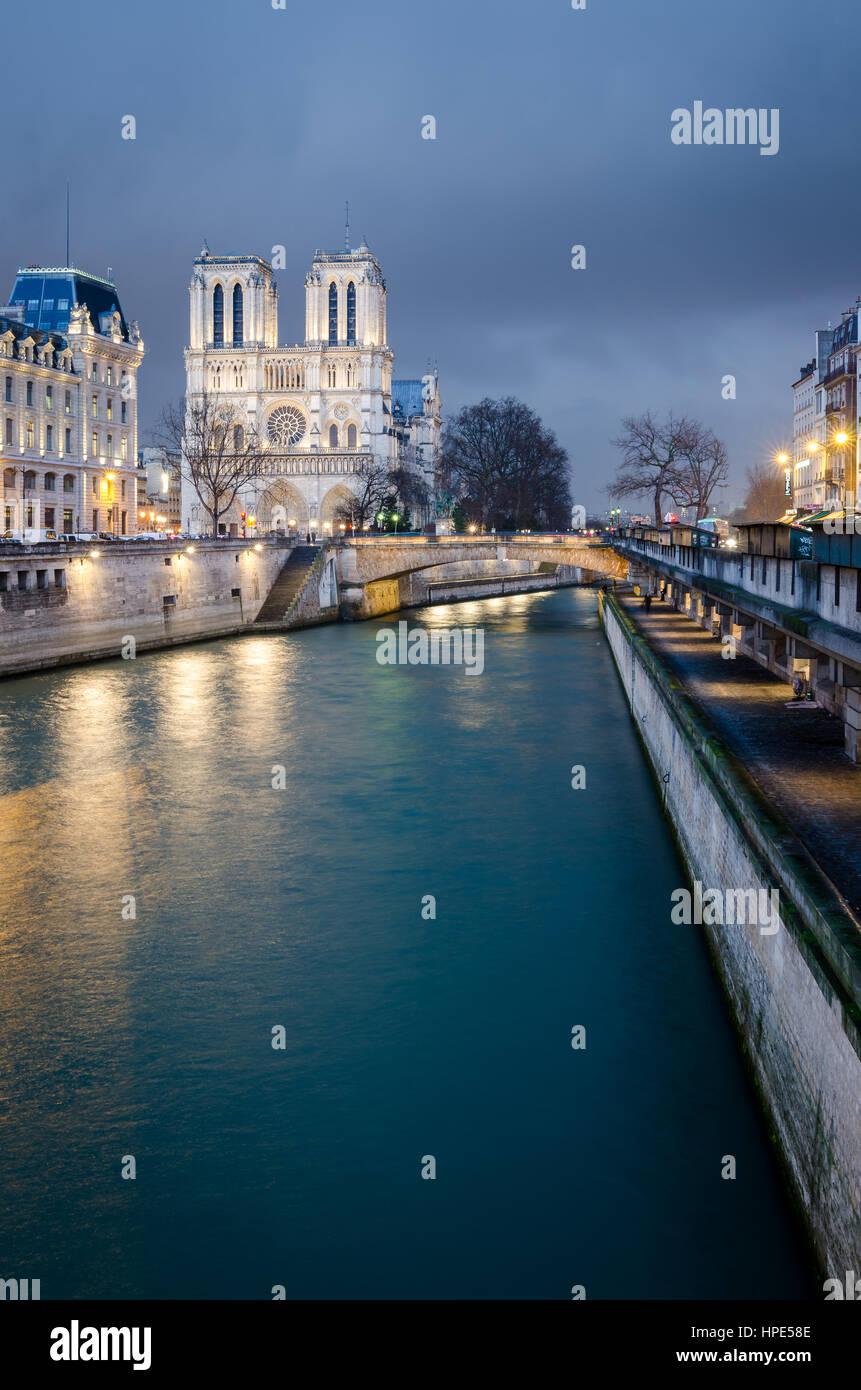 Notre-Dame de Paris and Seine river at blue hour - Stock Image