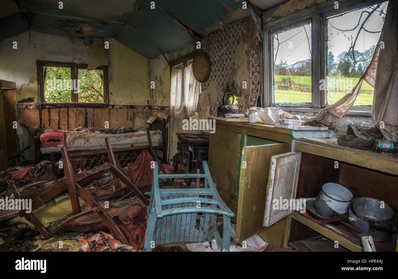 Old derelict summerhouse from the 70s where people used to retreat at weekends, Yorkshire, England - Stock Image