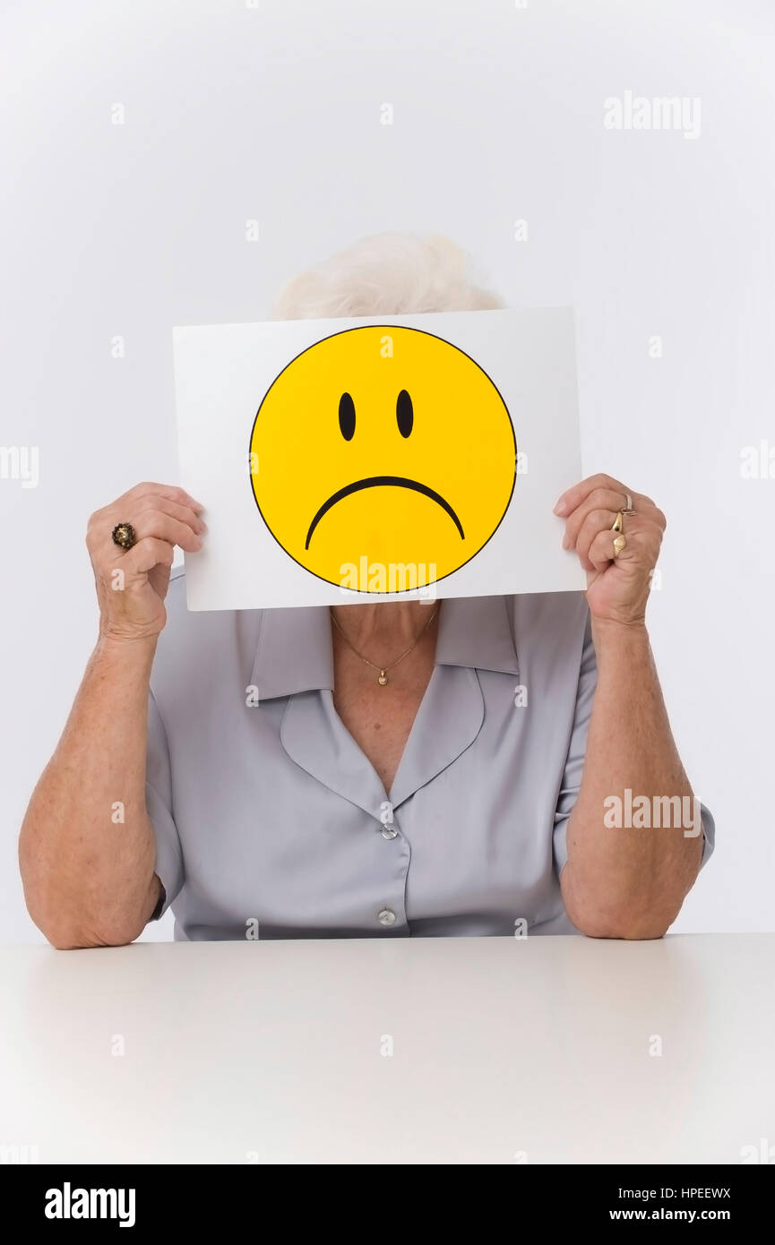 Model released , Seniorin mit traurigem Smileygesicht - older woman with sad smiley face Stock Photo