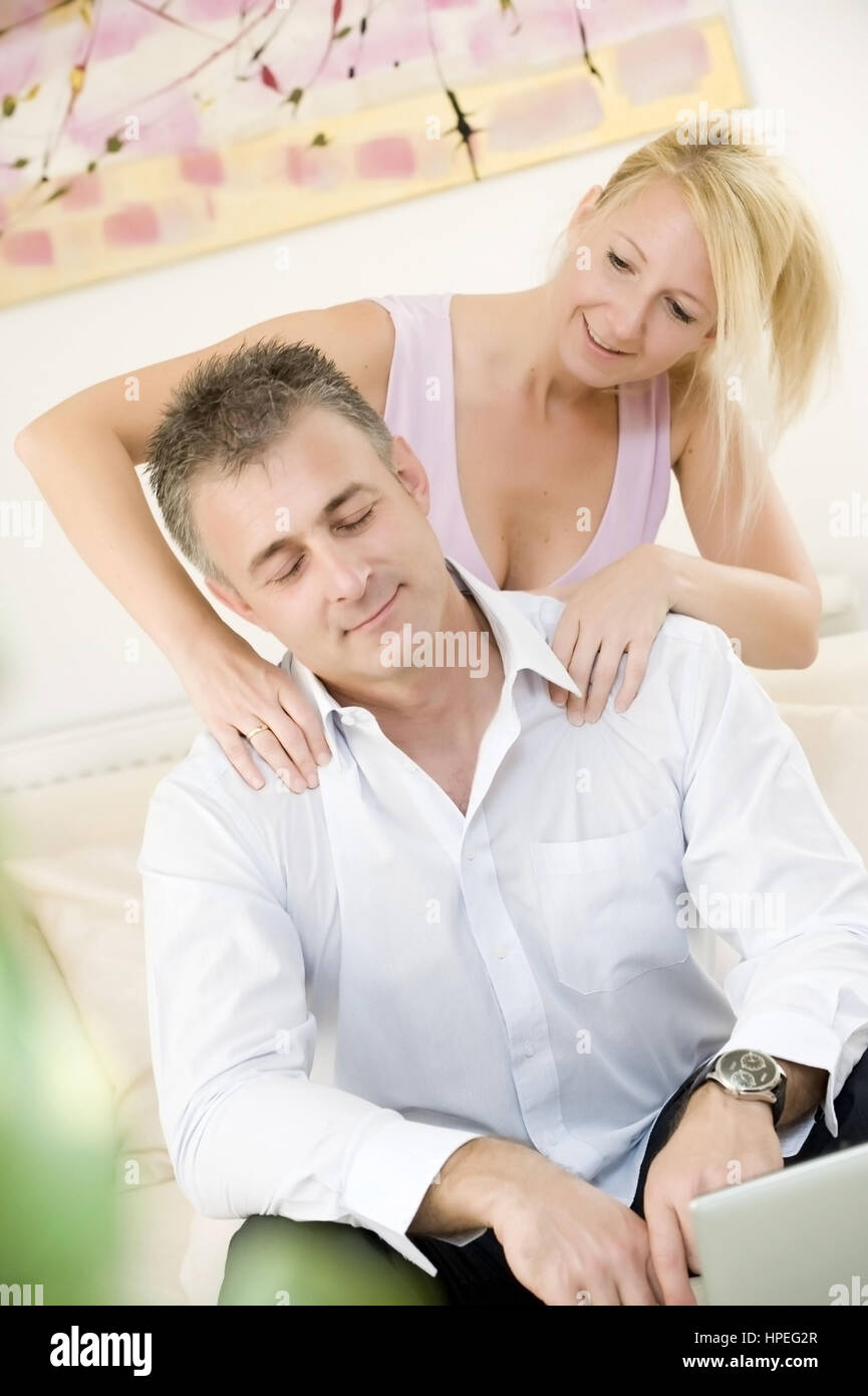 Model released , Frau massiert Partner zur Entspannung - woman massages man for relaxing - Stock Image