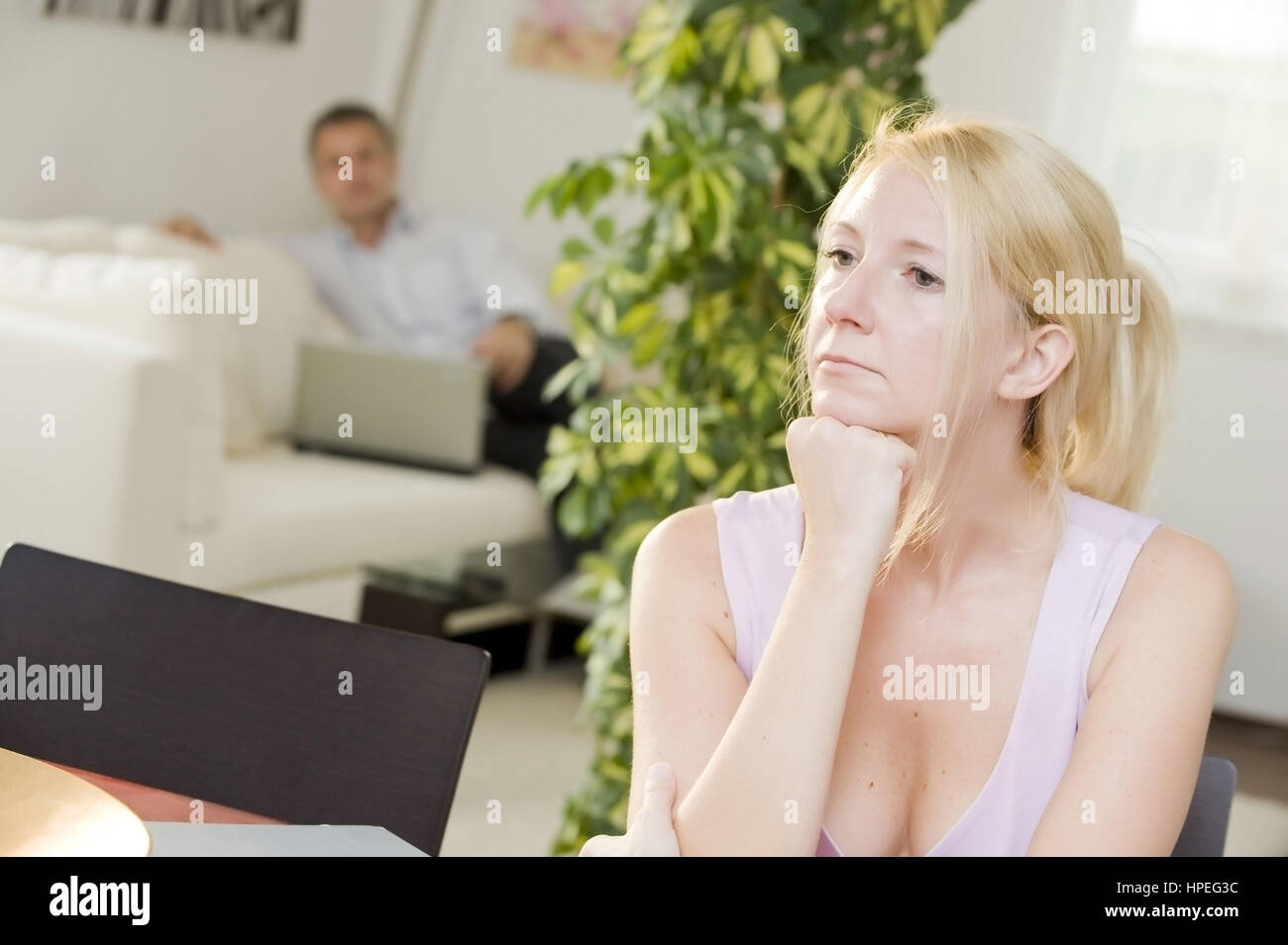 Model released , Symbolbild Beziehungskrise - symbolic for crisis in a relationship Stock Photo