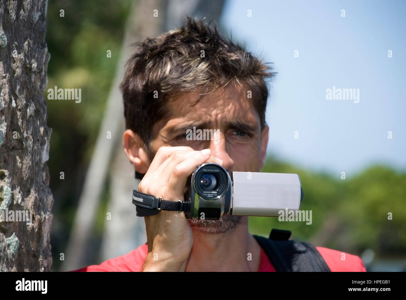 Model released , Mann filmt mit Videokamera - man with video cam - Stock Image