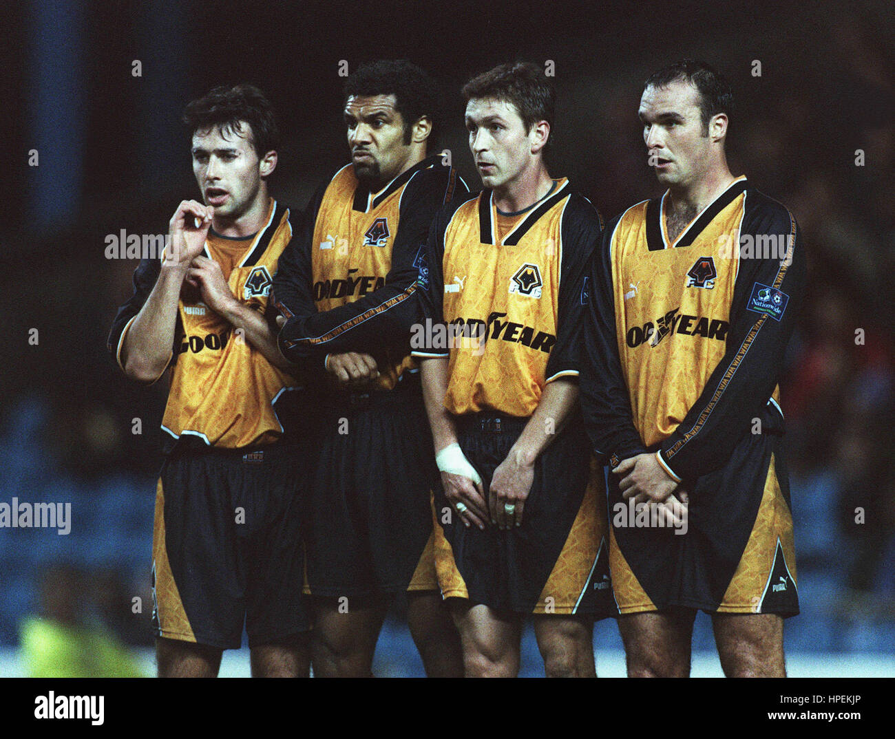 WOLVES DEFENSIVE WALL WOLVERHAMPTON WANDERERS FC 08 December 1997 - Stock Image