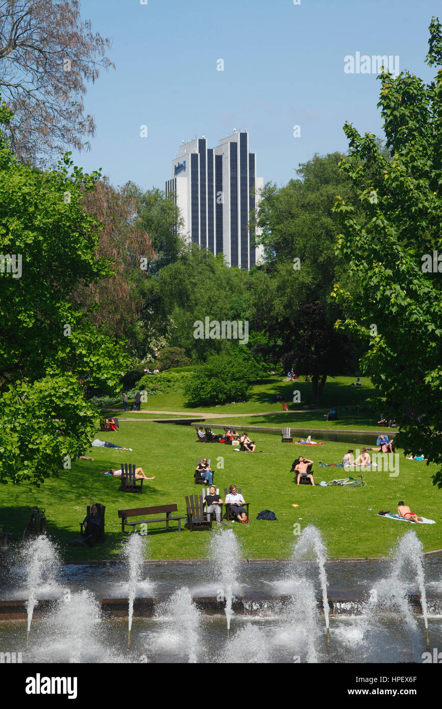 small rampart with fountains and lawn and Radisson Blu Hotel, Hamburg, Germany - Stock Image