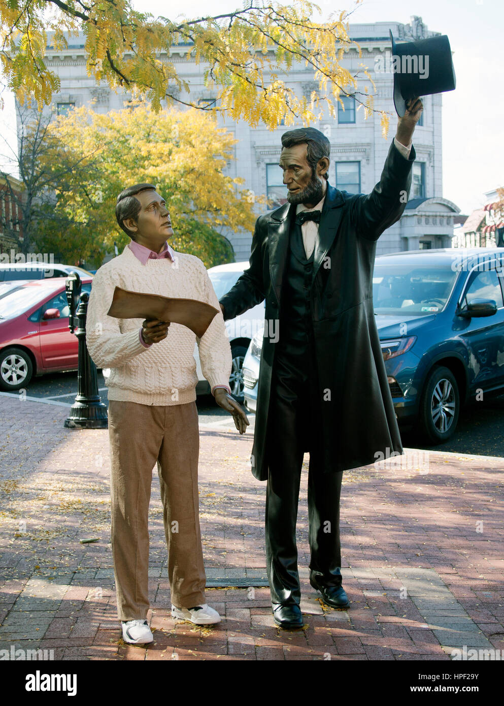 Bronze statues of President Abraham Lincoln and what appears to be an awestruck Perry Como in Gettysburg Pennsylvania - Stock Image