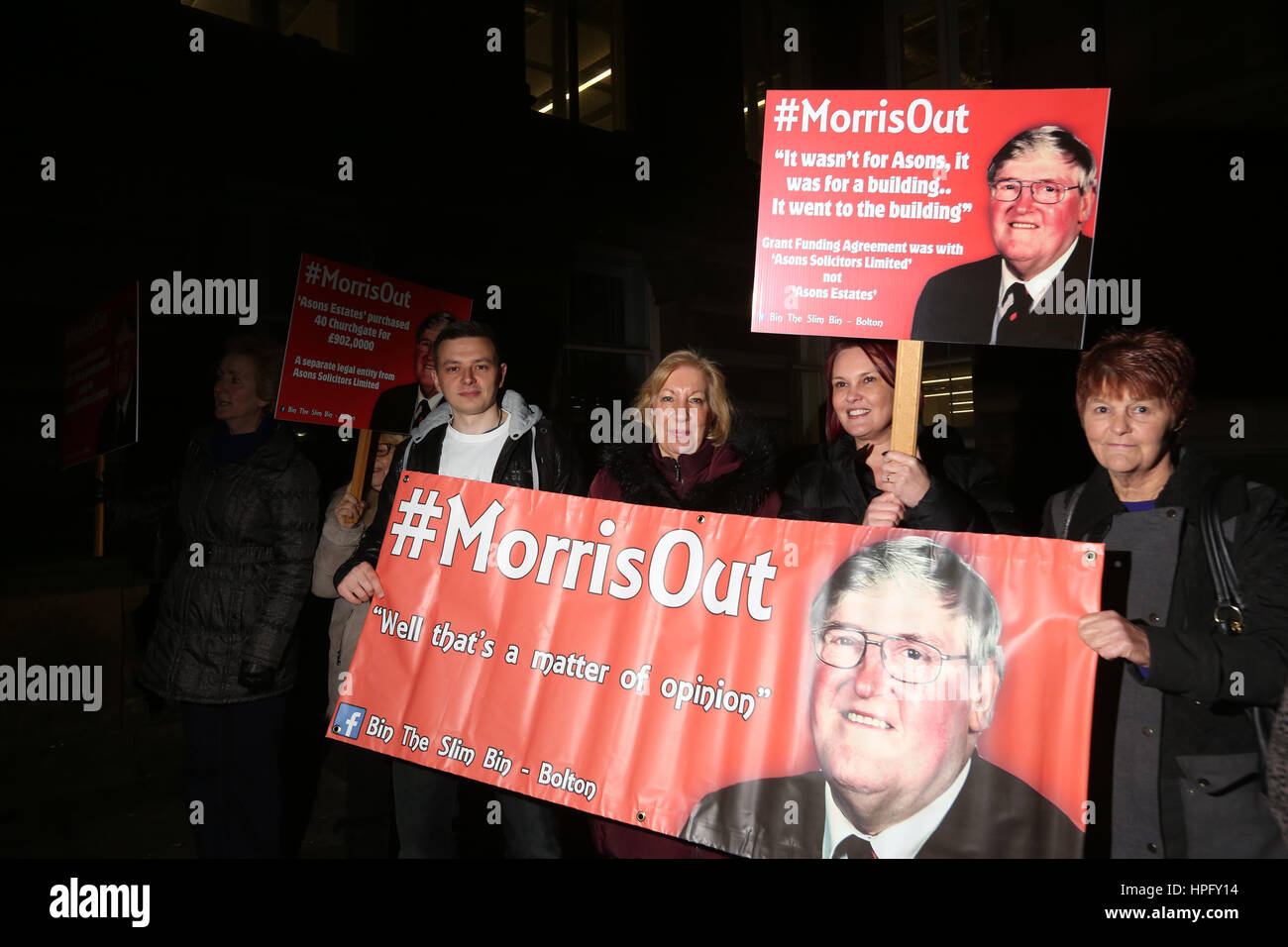 Bolton, UK. 22nd February 2017. Protesters calling for the resignation of council leader Councillor Morris. The - Stock Image