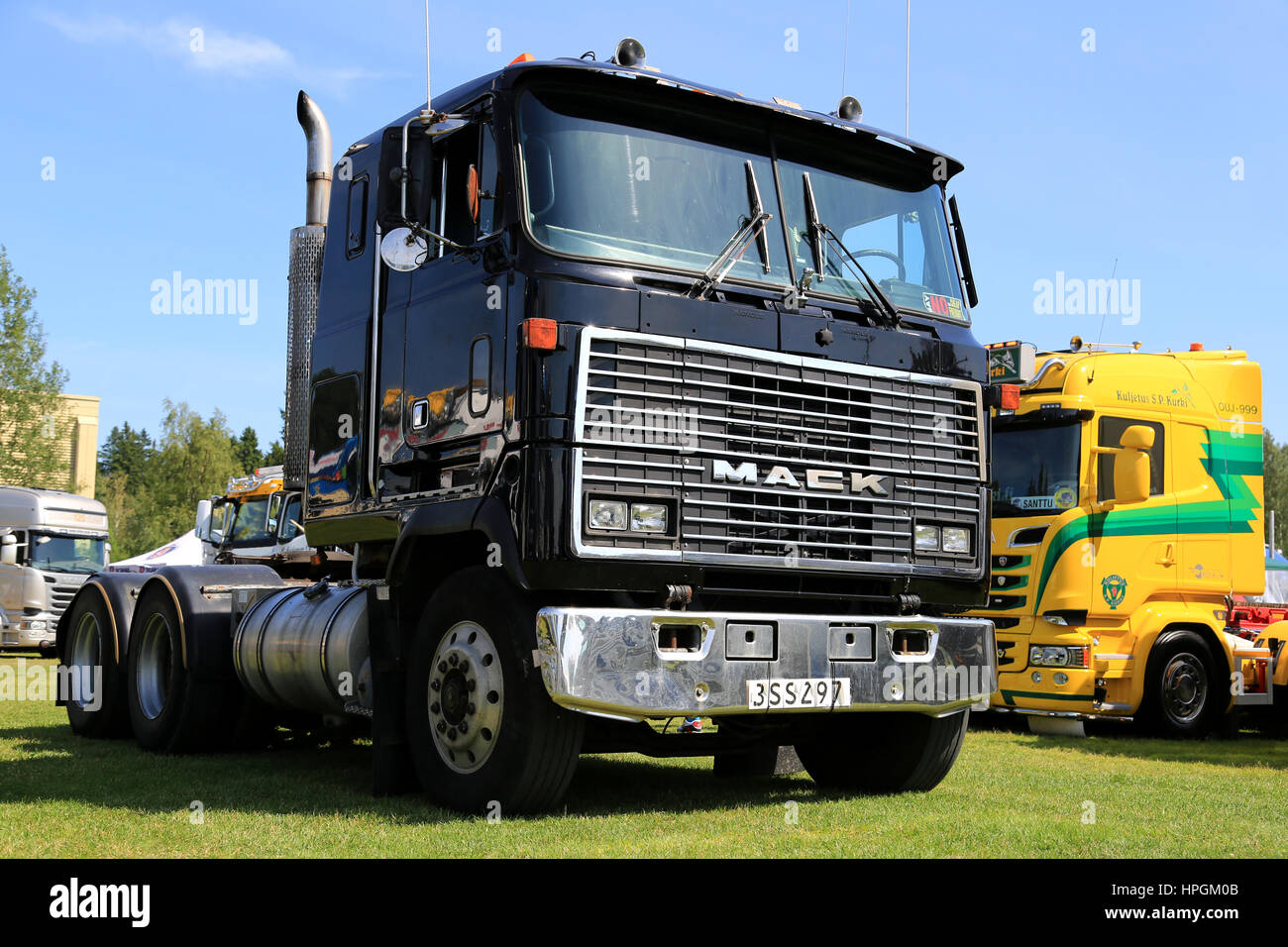 Diesel Truck Mack Stock Photos & Diesel Truck Mack Stock Images - Alamy