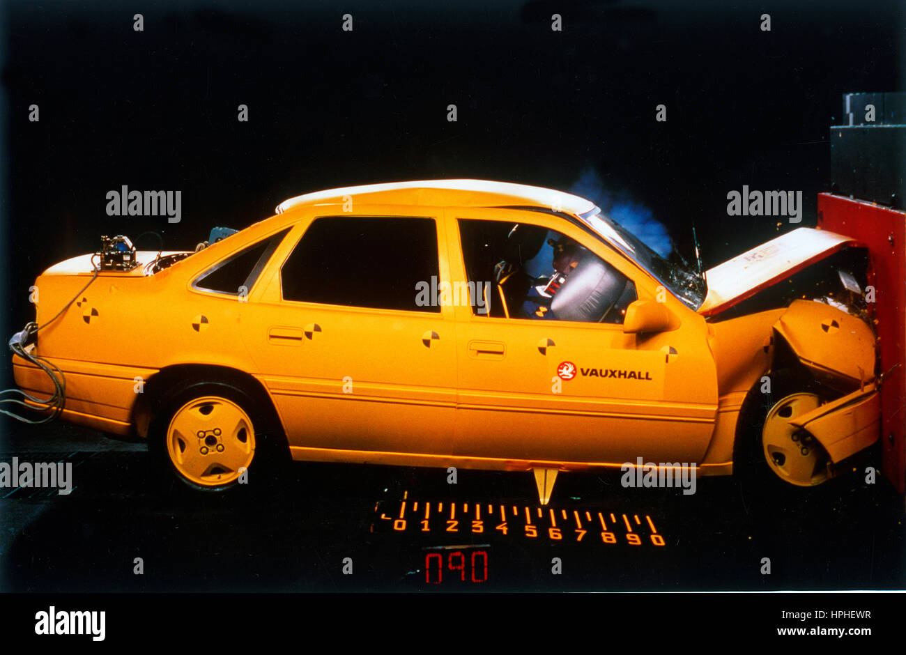 Vauxhall Cavalier crash test 1993 - Stock Image