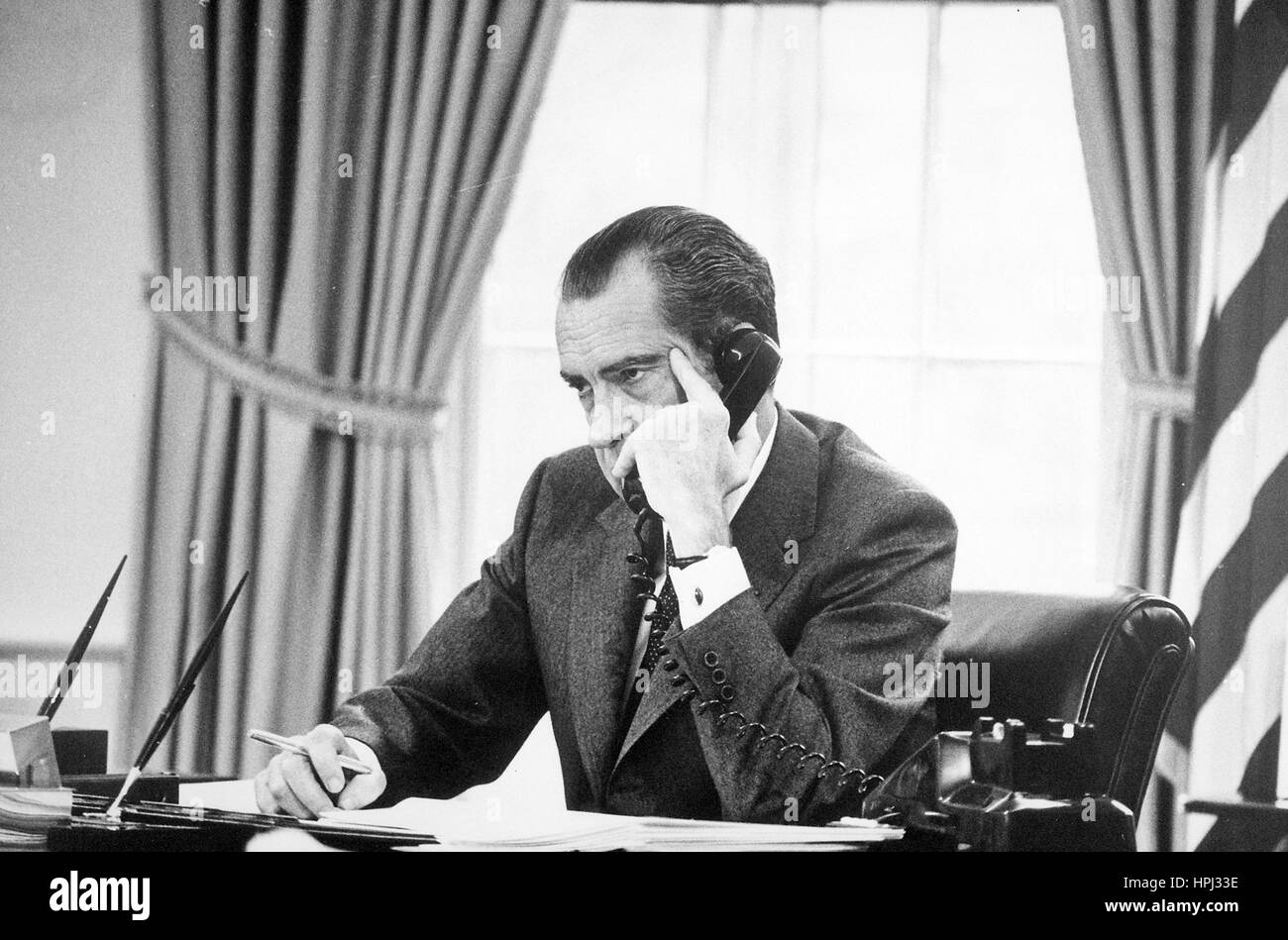 PRESIDENT RICHARD NIXON (1913-1994) in the Oval Office about 1974. Photo: White House official - Stock Image