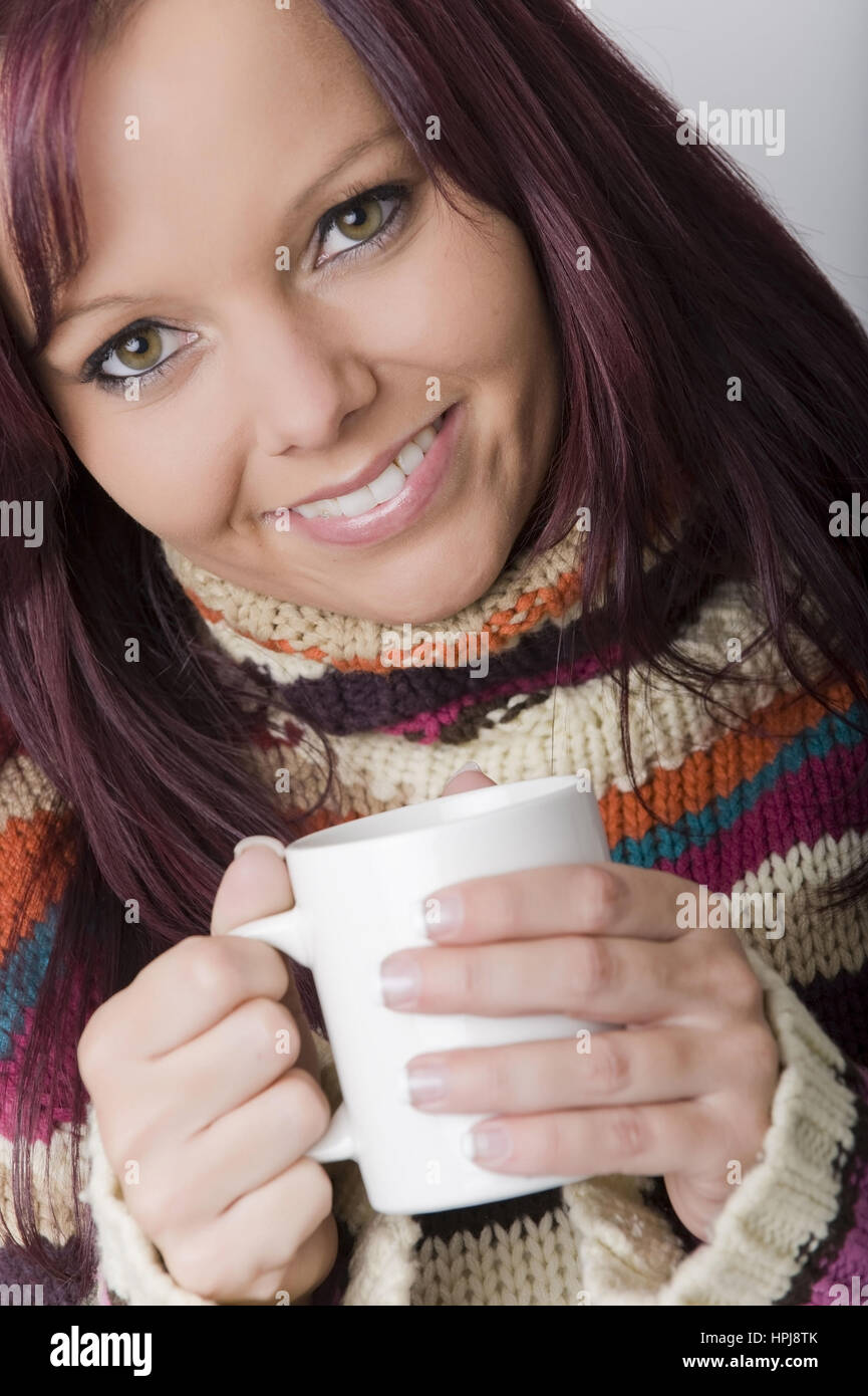 Model released , Rothaarige Frau im Rollkrankenpullover mit einer Tasse Tee - woman with a cup of tea - Stock Image
