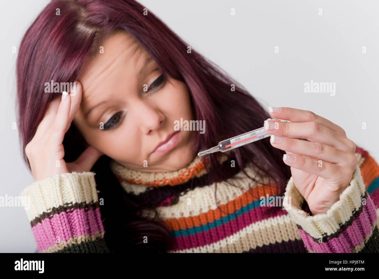 Model released , Kranke Frau mit Fieberthermometer - sick woman with clinical thermometer Stock Photo