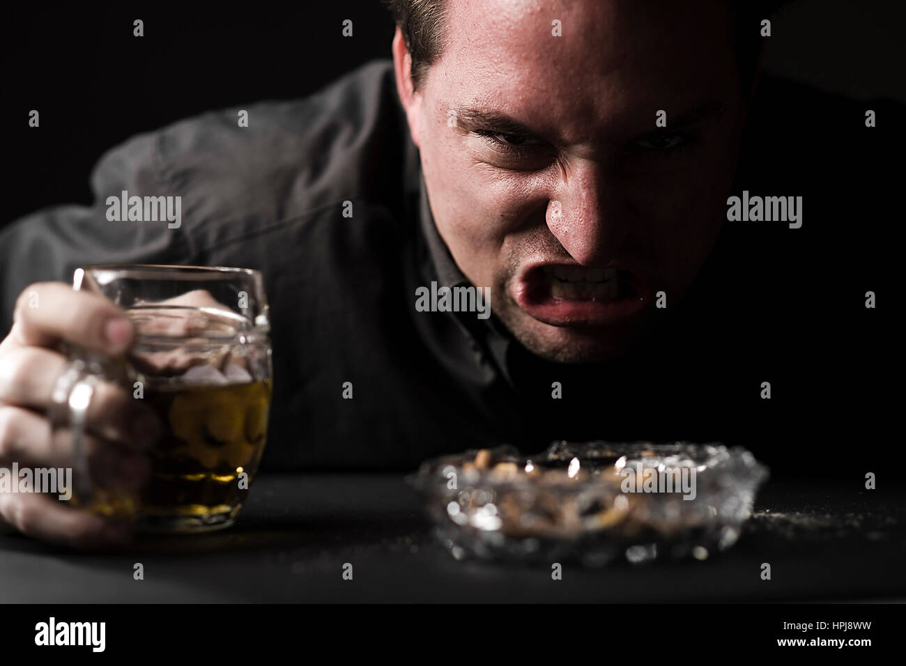 Model released , Aggressiver Mann mit Bier - aggressive man with beer Stock Photo
