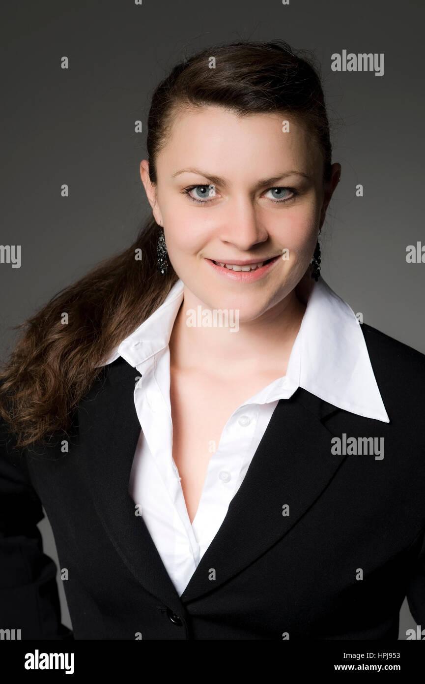 Model released , Junge, dunkelhaarige Frau im Portrait - woman in portrait Stock Photo