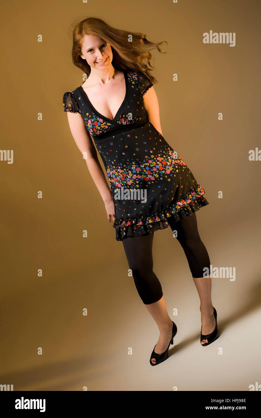 Model released , Attraktive Frau, 35+, beim Fotoshooting - attractive woman in portrait - Stock Image