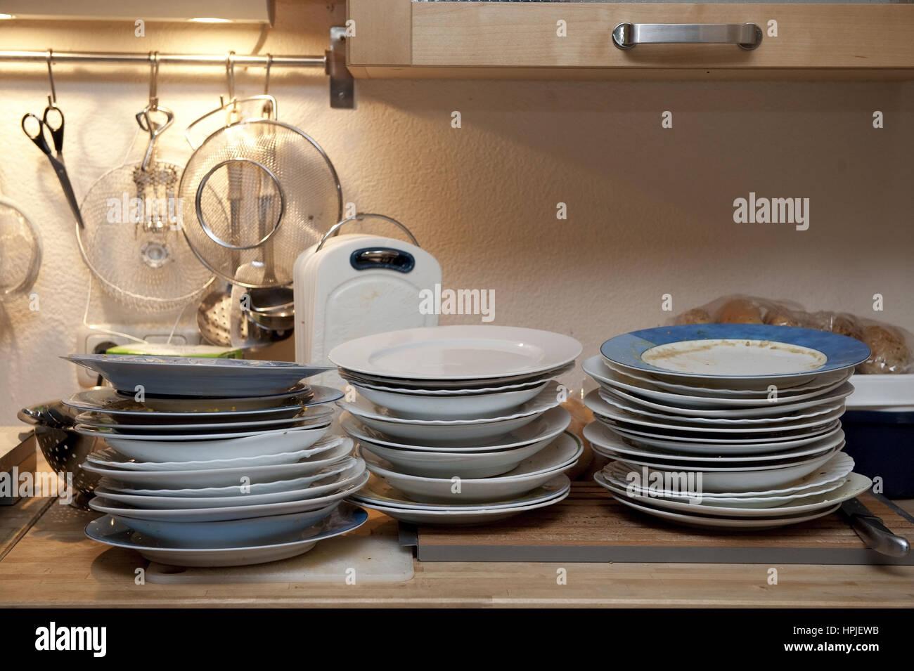 Dreckiges Geschirr in der Kueche - dirty dishes in kitchen Stock Photo