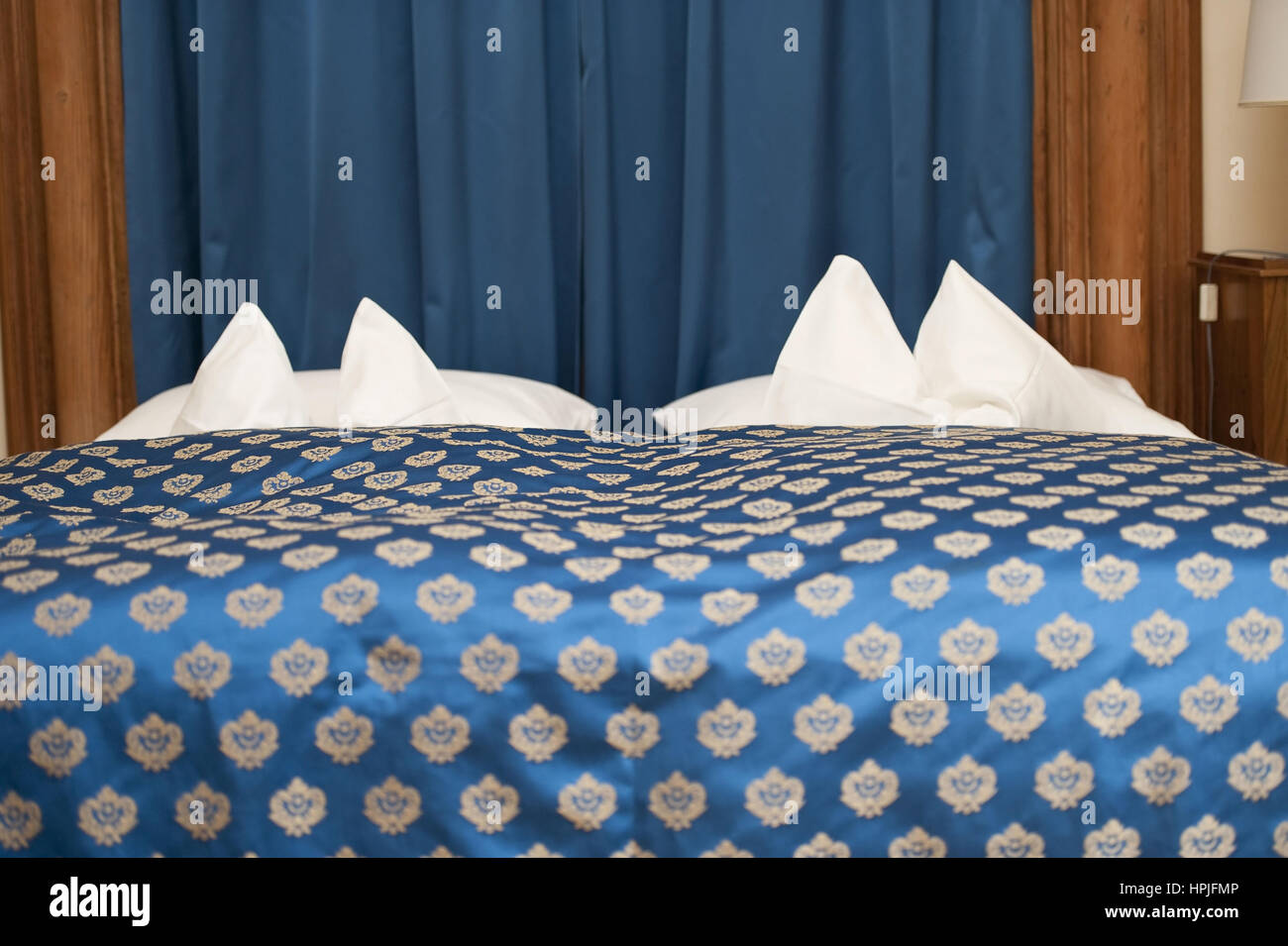 altmodisches Ehebett - old marriage bed Stock Photo