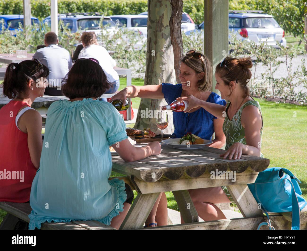 Blenheim, Marlborough, New Zealand. Ladies enjoying an alfresco lunch at the Wairau River Winery. - Stock Image