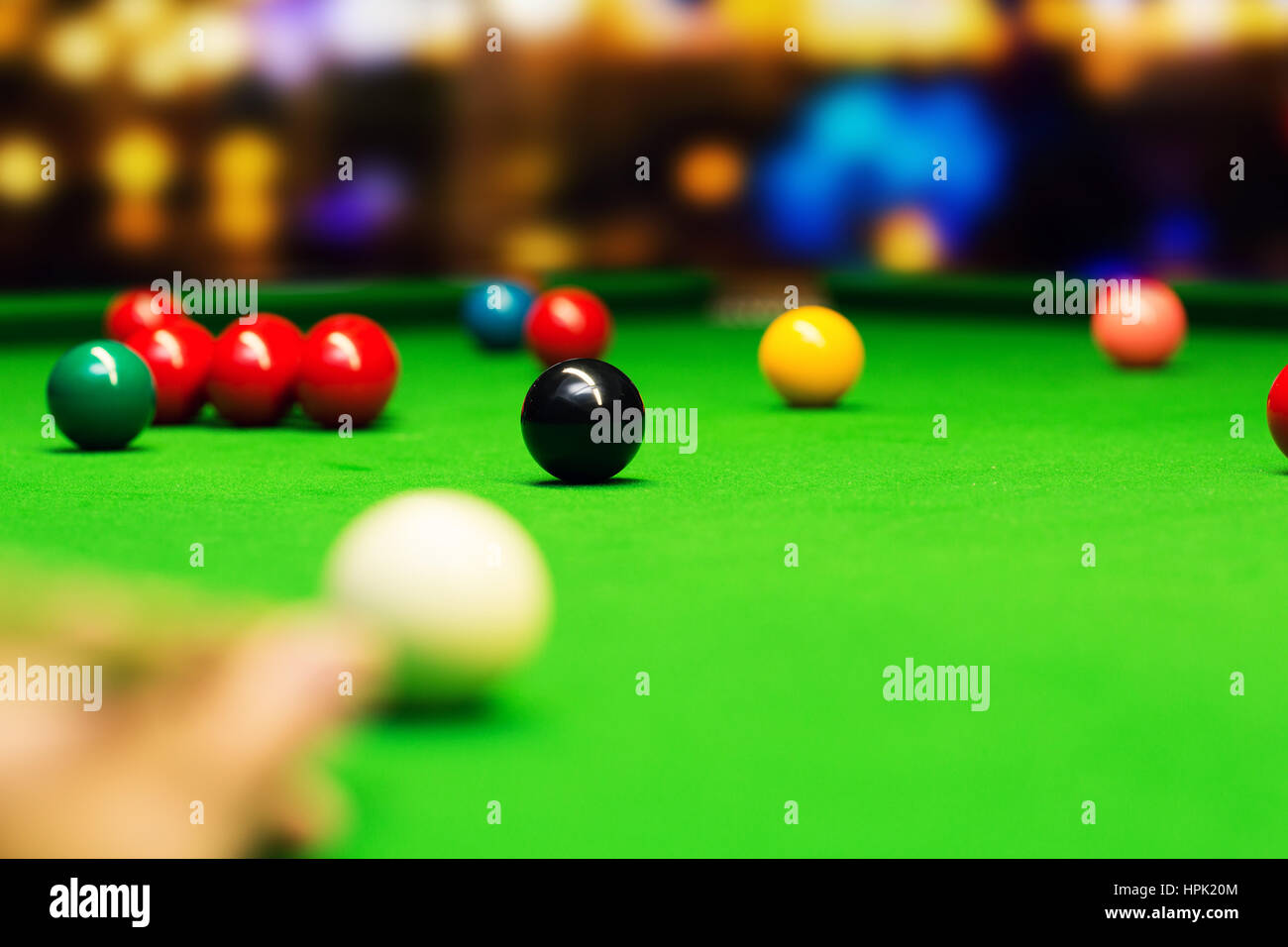 snooker - aim the cue ball. focus on black ball - Stock Image